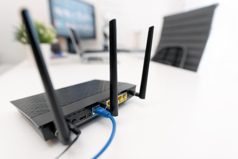 Moderner Dualband-WLAN-Router