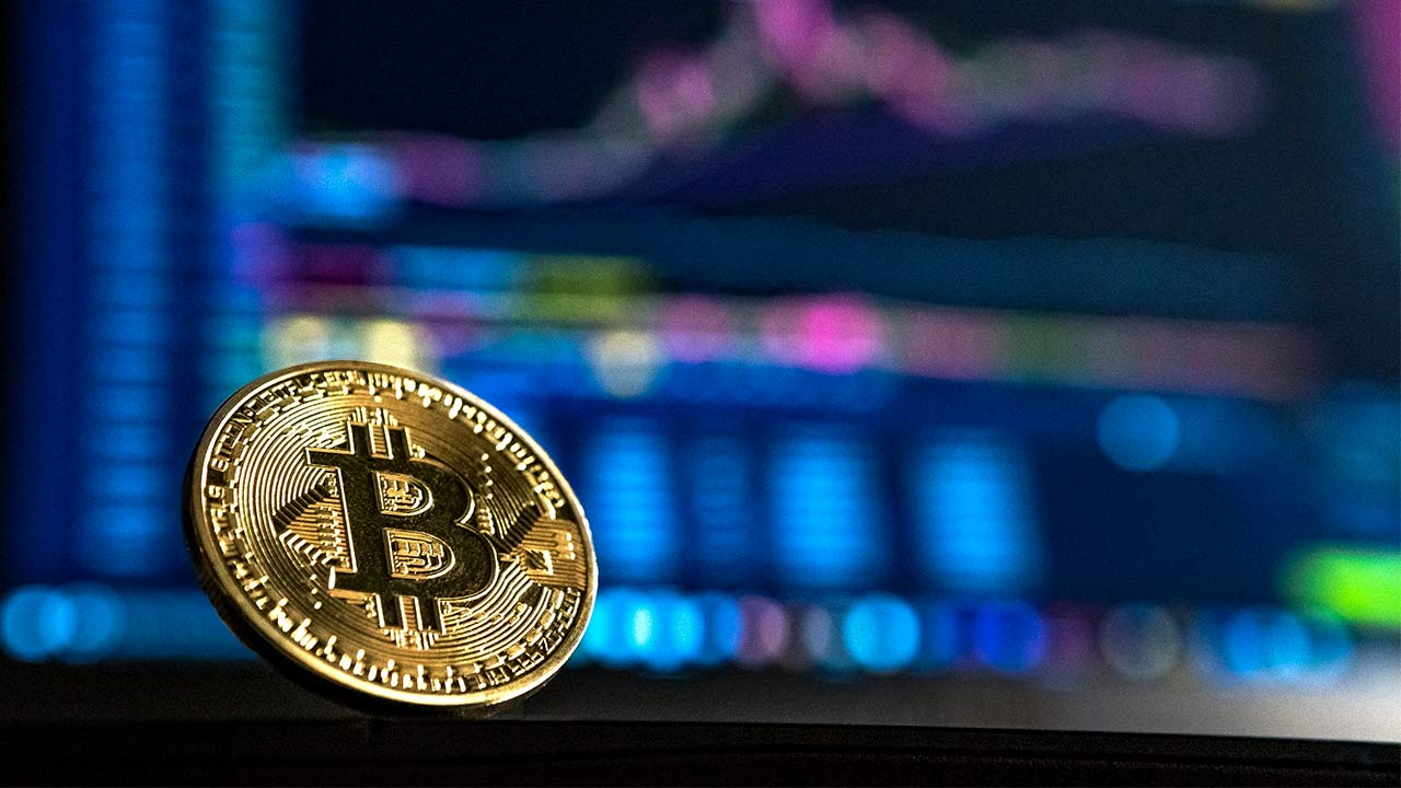 Bitcoin drops 8 percent in value, analysts attribute loss to