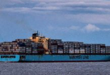 Das Containerschiff Maersk legt in Chesapeake Bay am ...