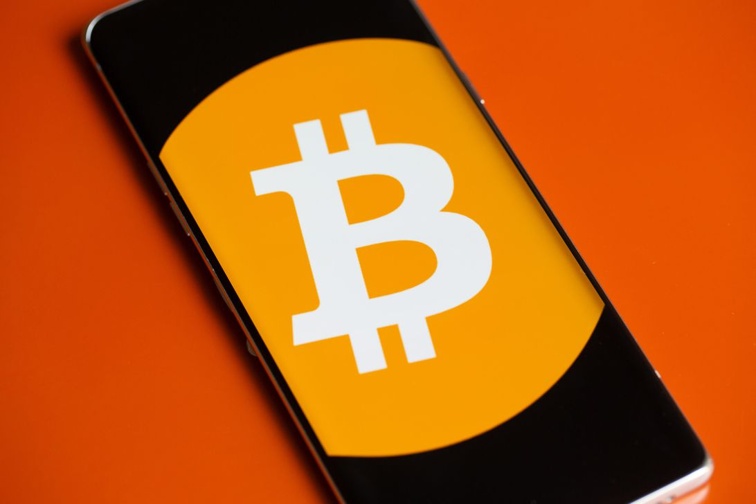 bitcoin-logo-phone-5953